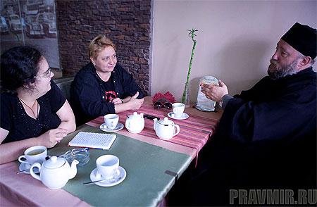 Мария Сеньчукова, Татьяна Белодурова и протоиерей Георгий Белодуров